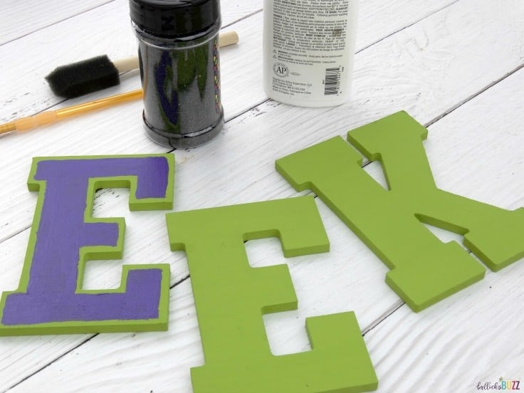 Halloween wreath paint the letters
