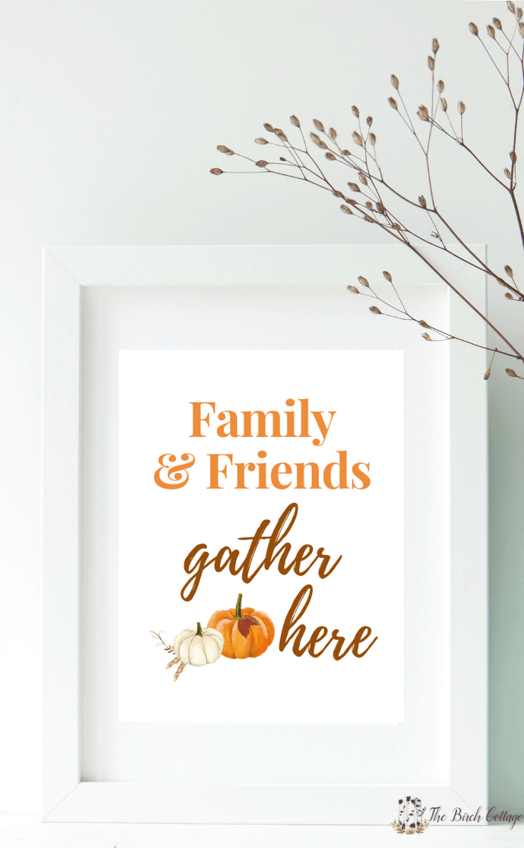 Download your free Family & Friends Gather Here printable for an easy DIY to add a touch of fall to your home decor with some easy wall art decor ideas. #thanksgivingdecor #falldecor #kenarry