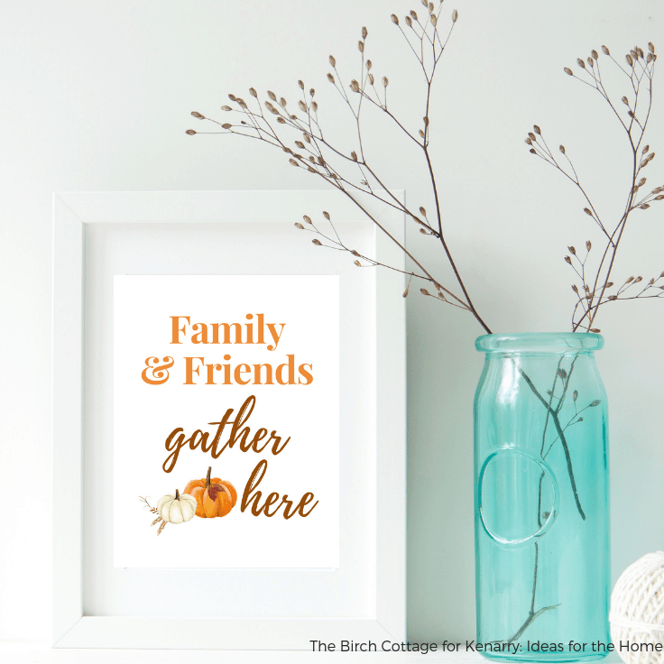 Download your free Family & Friends Gather Here printable for an easy DIY to add a touch of fall to your home decor with some easy wall art decor ideas. #freeprintables #fallhomedecor #kenarry