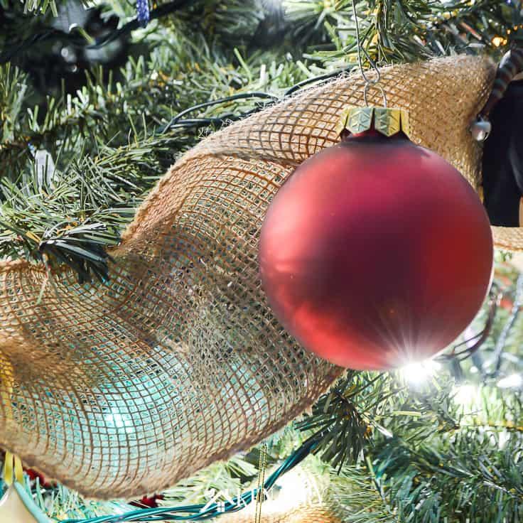 Rustic Christmas Decor: 10 Burlap Ideas for Holiday Decor
