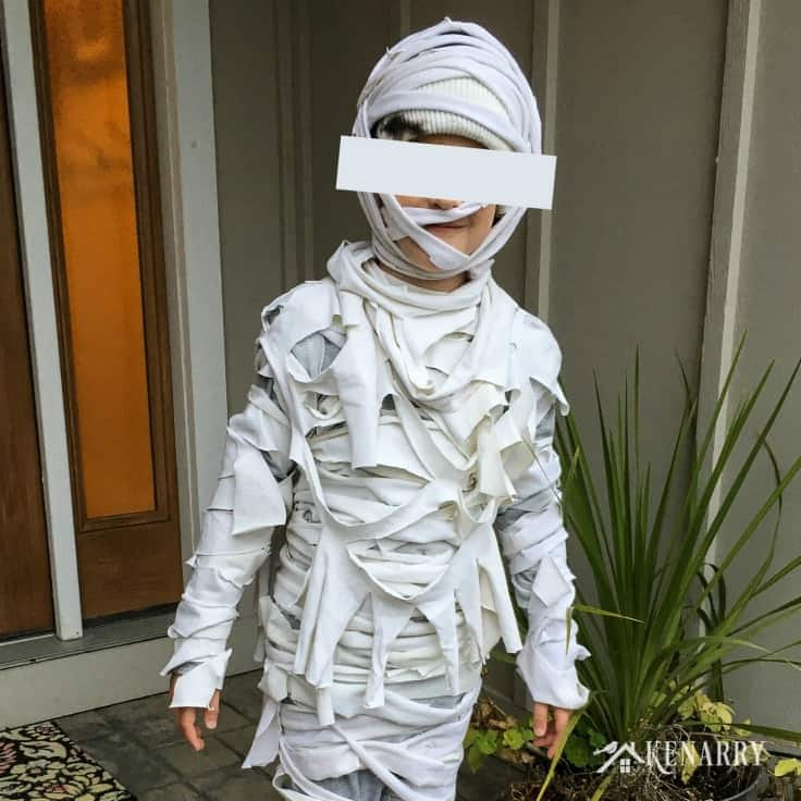 Need an easy Halloween costume idea for kids? In this DIY tutorial, you'll learn how to make a mummy costume with bandages and old t-shirts. #halloween #diyhalloweencostume #kenarry