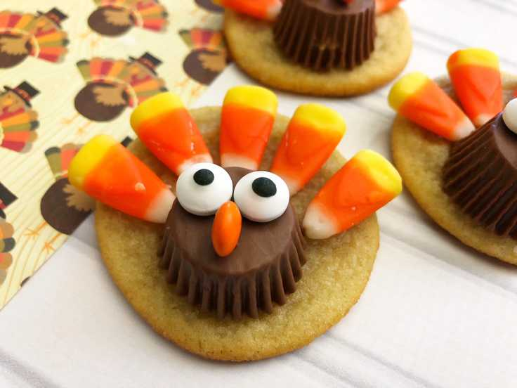 These Thanksgiving turkey sugar cookies are sure to delight both kids and adults!  They're so cute that you won't believe how easy they are!  Click to  get even more Thanksgiving ideas and save to your recipes! #Thanksgiving Thanksgivingrecipes #cookies #cookierecipes #easyrecipes #dessert #kenarry