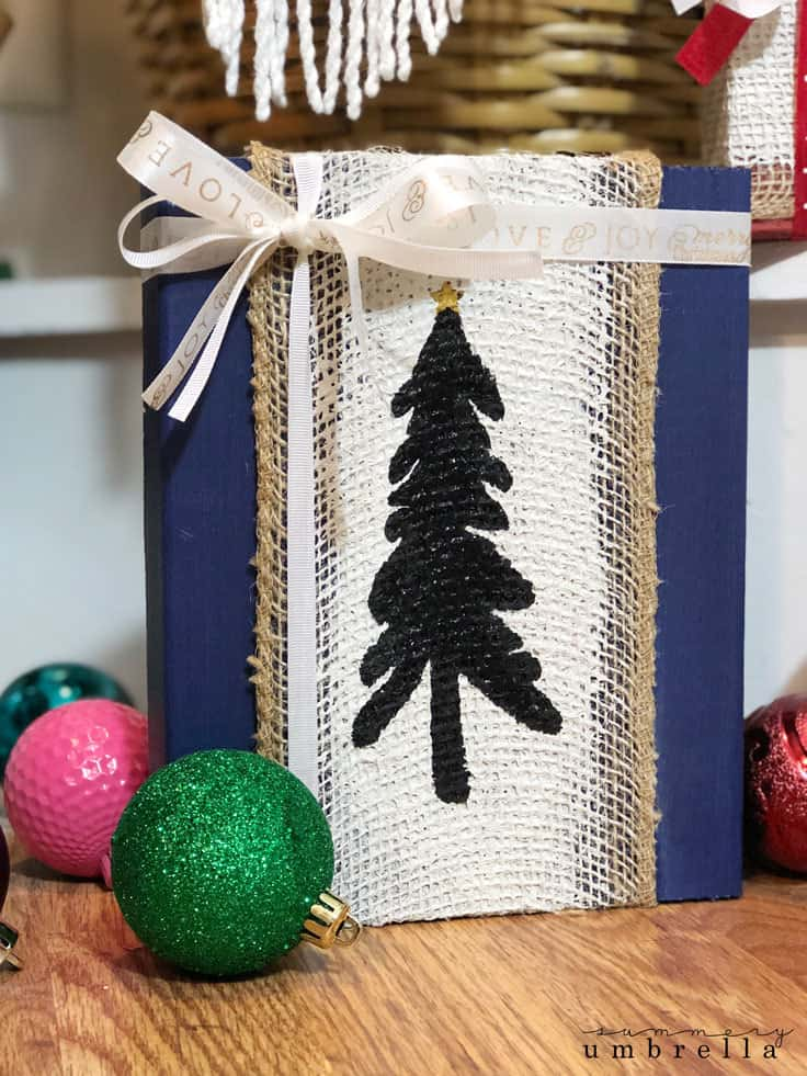 Bring a little farmhouse or rustic holiday season cheer into your home this year with handmade burlap Christmas signs! Not only can these painted wooden signs be created in a variety of colors, but they will also be a great DIY project for the whole family to enjoy. #christmastree #fixerupper #kenarry