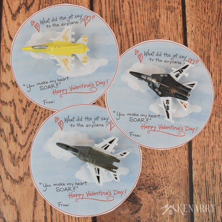 Download free printable valentines for kids. Your child will love giving these Airplane Valentine's Day Cards with a toy jet to friends at a school party. #valentines #valentinesday #kenarry