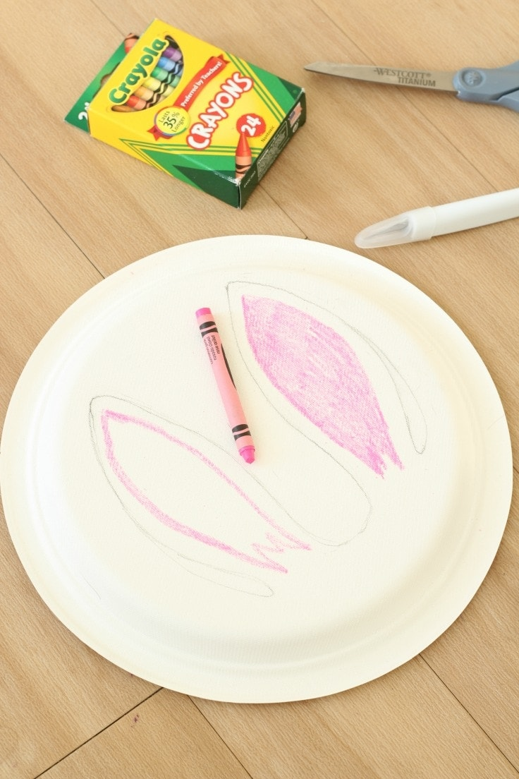 Coloring paper plate bunny inner ear pink.