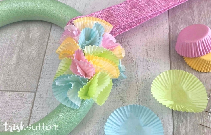 Follow this simple tutorial to create a Colorful Wreath Seasonal Decor made with Cupcake Liners, a foam craft wreath and straight sewing pins.
