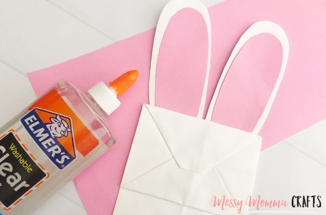 This Easter Bunny Bag Puppet is such a cute and fun craft to make with the family for Easter.