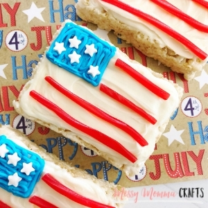 These 4th of July Flag Rice Krispie Treats are the perfect treat to bring to your 4th of July celebration.