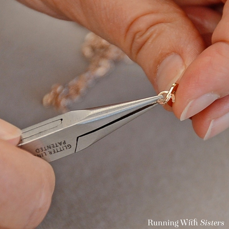 Open and close the jump right for the Mother's Day DIY Gift with pliers.