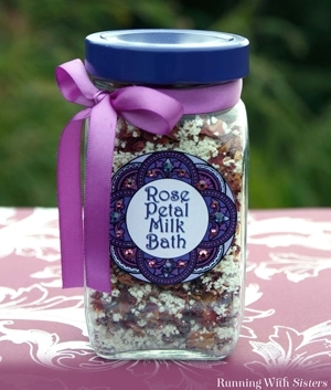 Think you don't have time for handmade gifts? This rose petal milk bath is fast and easy to make!