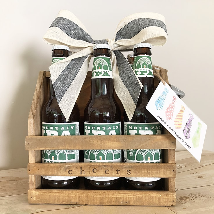 How to Personalize a Wood Bottle Caddy and a FREE Father's Day Gift Tag