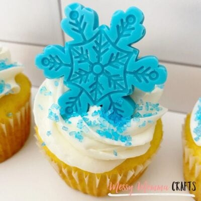 Snowflake Cupcakes - A Winter Treat to go with a hot cup of coffee or a cold glass of milk. Either way, you'll love them.
