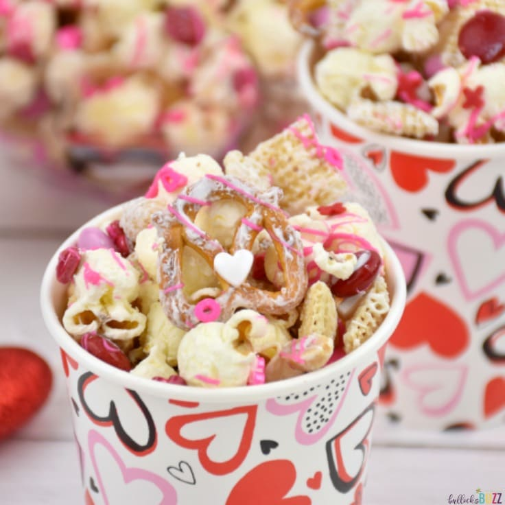 Valentine's Day Snack Mix: A Sweet-n-Salty Sweetheart Snack