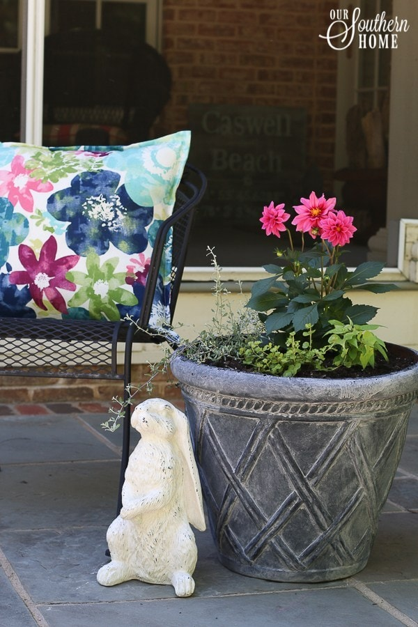 How to paint planters to look like they are aged