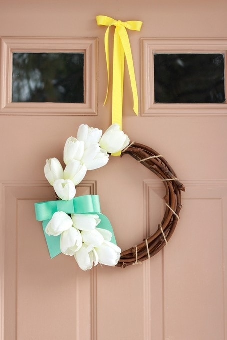 A sweet spring wreath with tulips