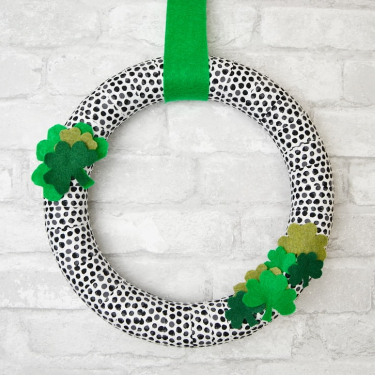 St. Patrick's Day Wreath with Printable Shamrock Template