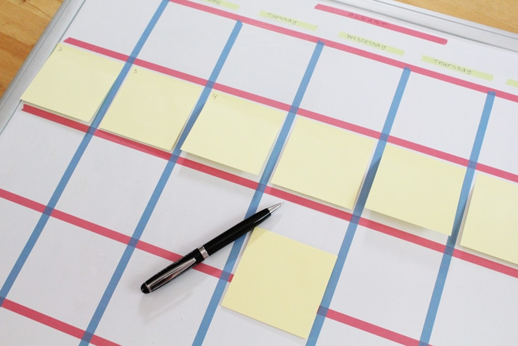a yellow sticky note square on each day on the calendar