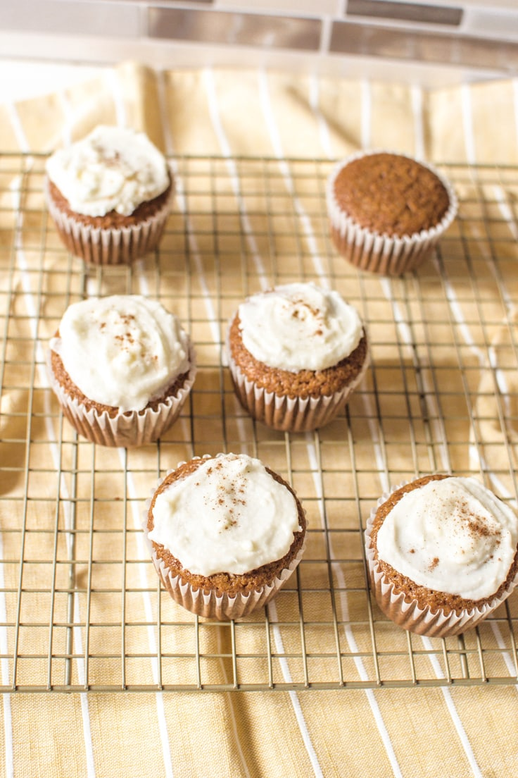 Six delicious Gingerbread Cupcakes, ready to be consumed! Enjoy them with or without frosting!