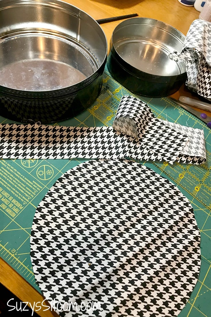 A circle of black and white houndstooth fabric for the cookie tin