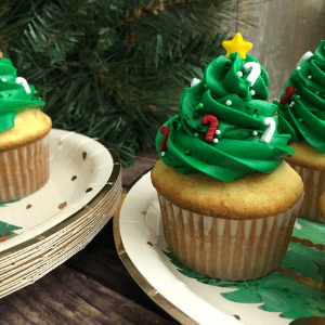 Christmas tree cupcakes from Messy Momma Crafts