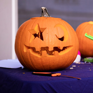 Pumpkin carving tips from One Mama's Daily Drama.